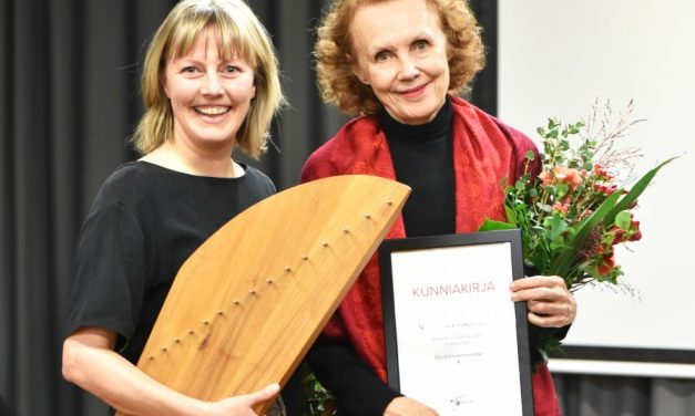 Kaija Saariaholle ja Eija Kankaanrannalle luovutettiin Vuoden kantele -tunnustus